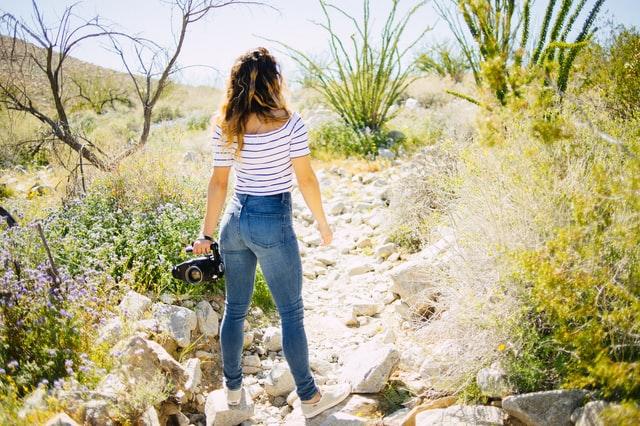 Smart Casual 101: How to Wear Women's Skinny Jeans