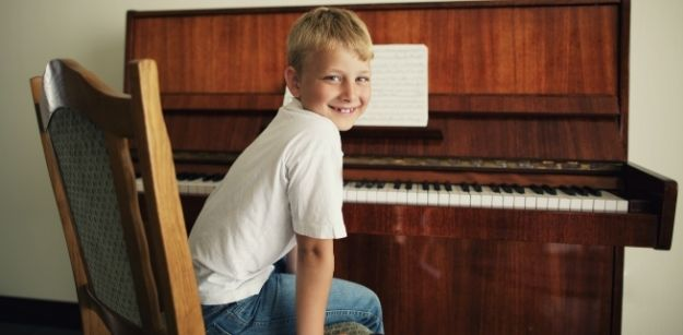 Learn ways to avoid mistakes in piano playing